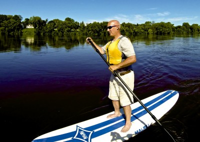 paddleboarding the mississippi river in minneapolis